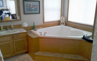 Houseboat Master Bathroom
